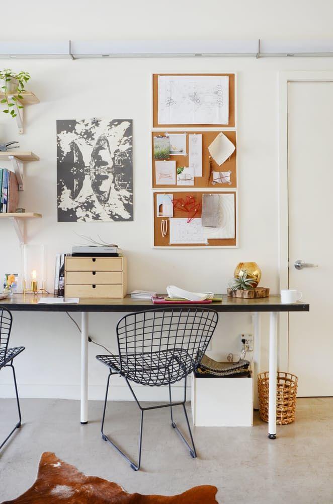 Тавански мебели: черни метални столове