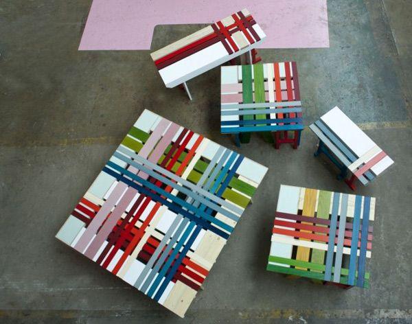 Скамейки разноцветных полосок - вид сверху
