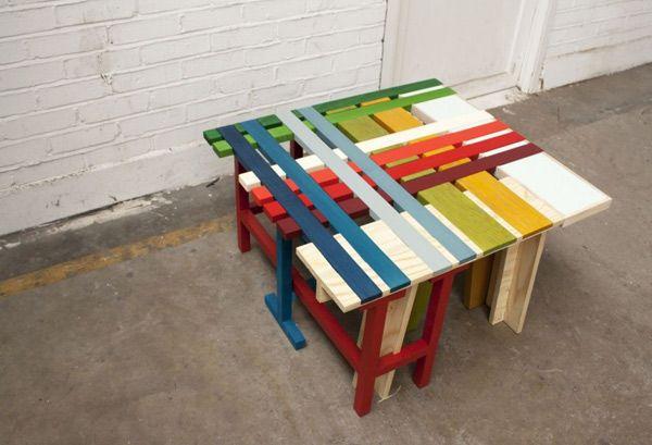 Оригинальная яркая разноцветная скамейка