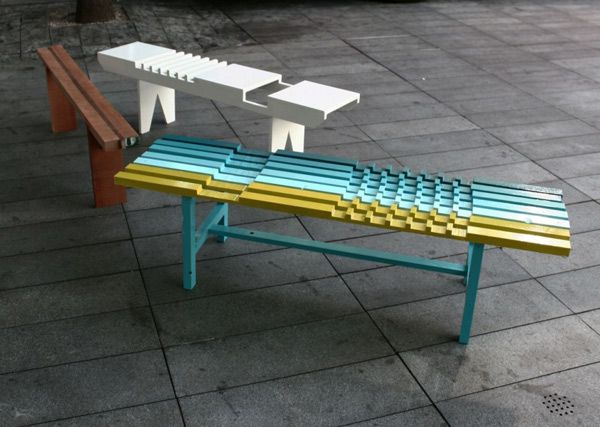 Разноцветные детали для скамейки