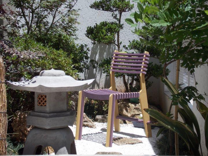 Многофункциональный стул, стол в саду