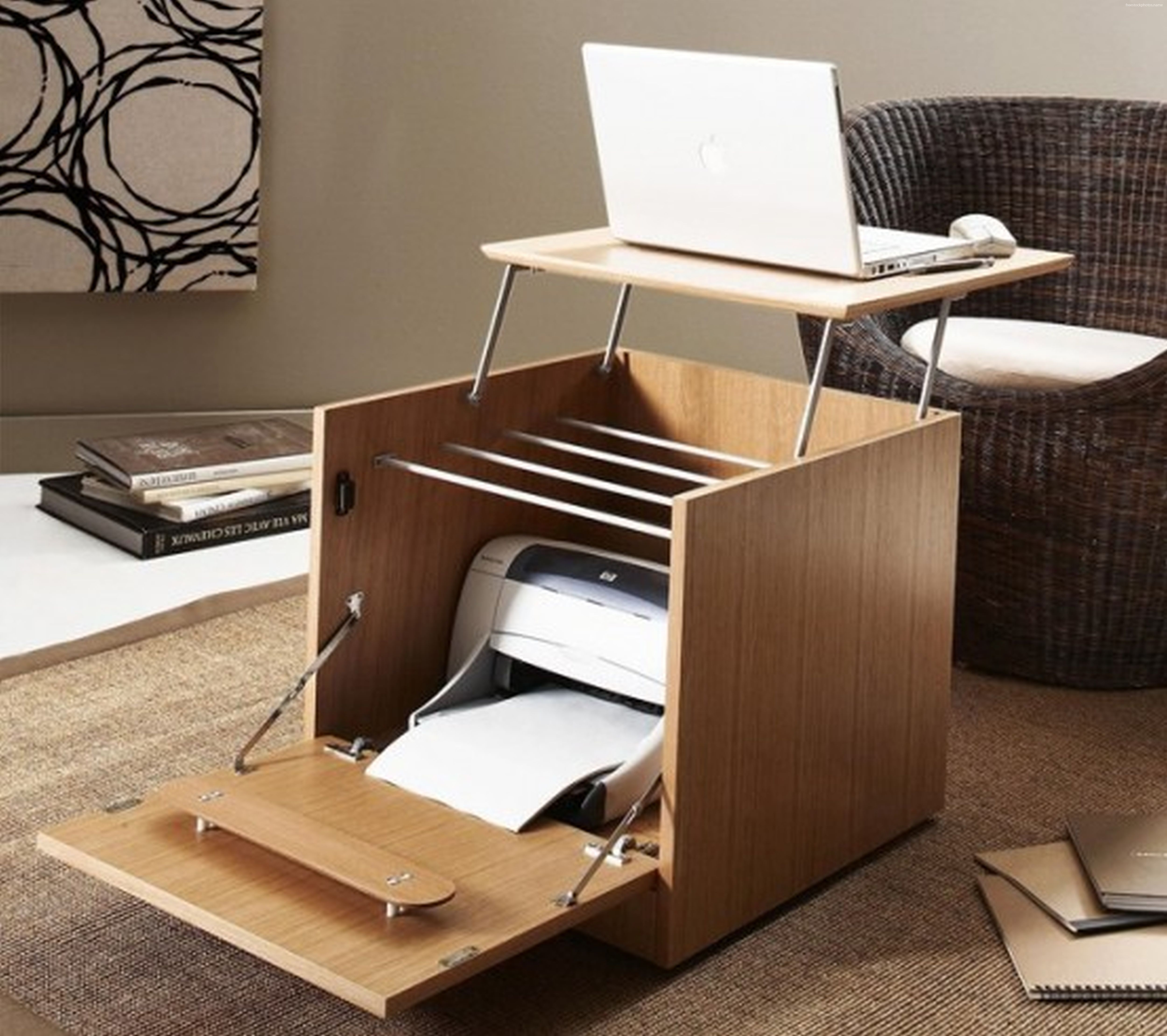Chaise créative qui se transforme en table d'ordinateur portable