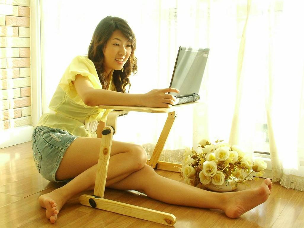 Chaise convertible inhabituelle qui se transforme en table d'ordinateur portable