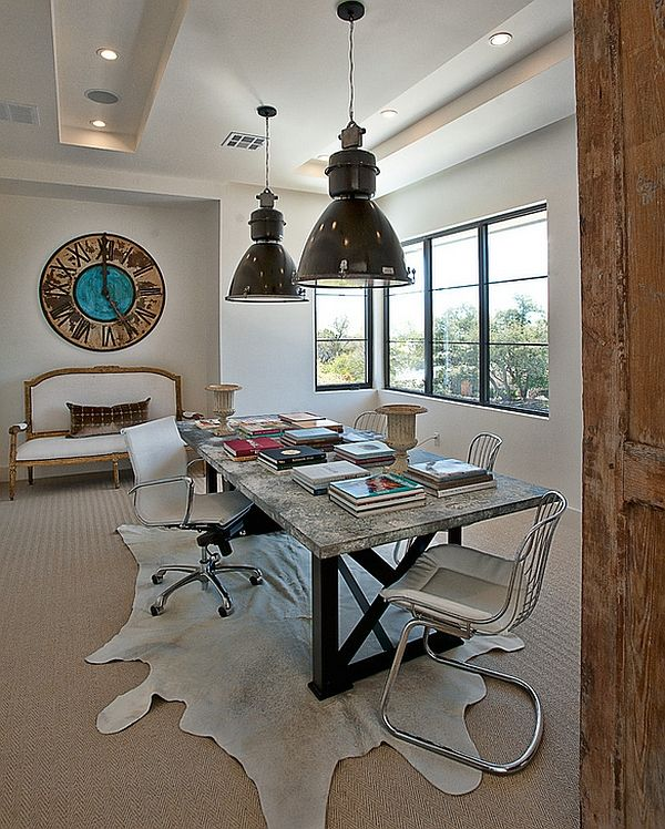 Store lamper over bordet i interiøret