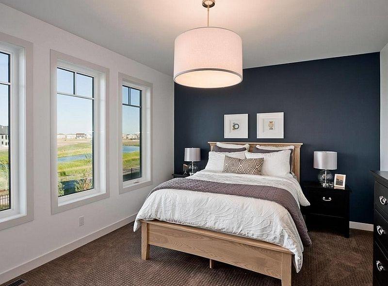 Голяма лампа в интериора на спалнята