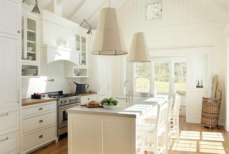 Красиви висулни лампи в интериора на кухнята