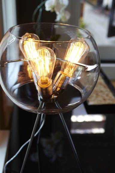Креативные лампочки в стеклянной вазе