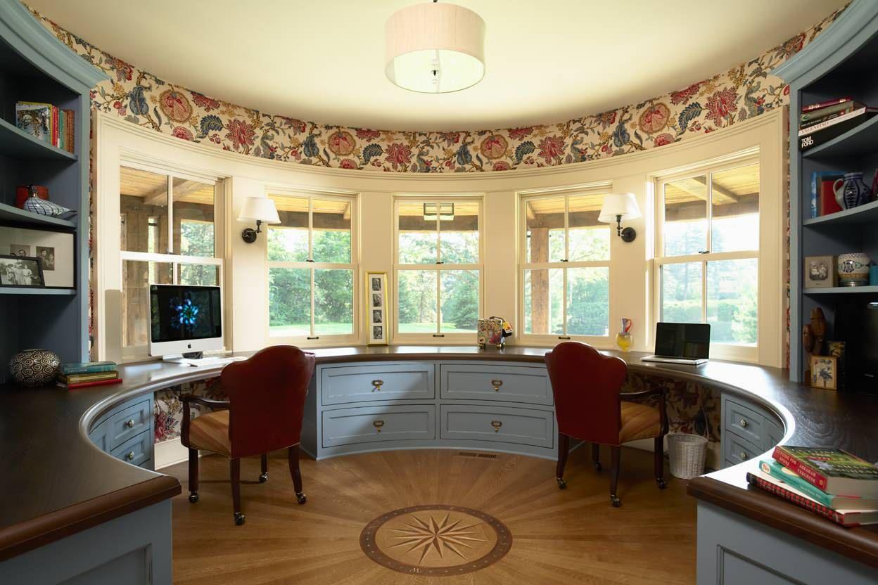 Настенные светильники в округлой форме в домашнем офисе
