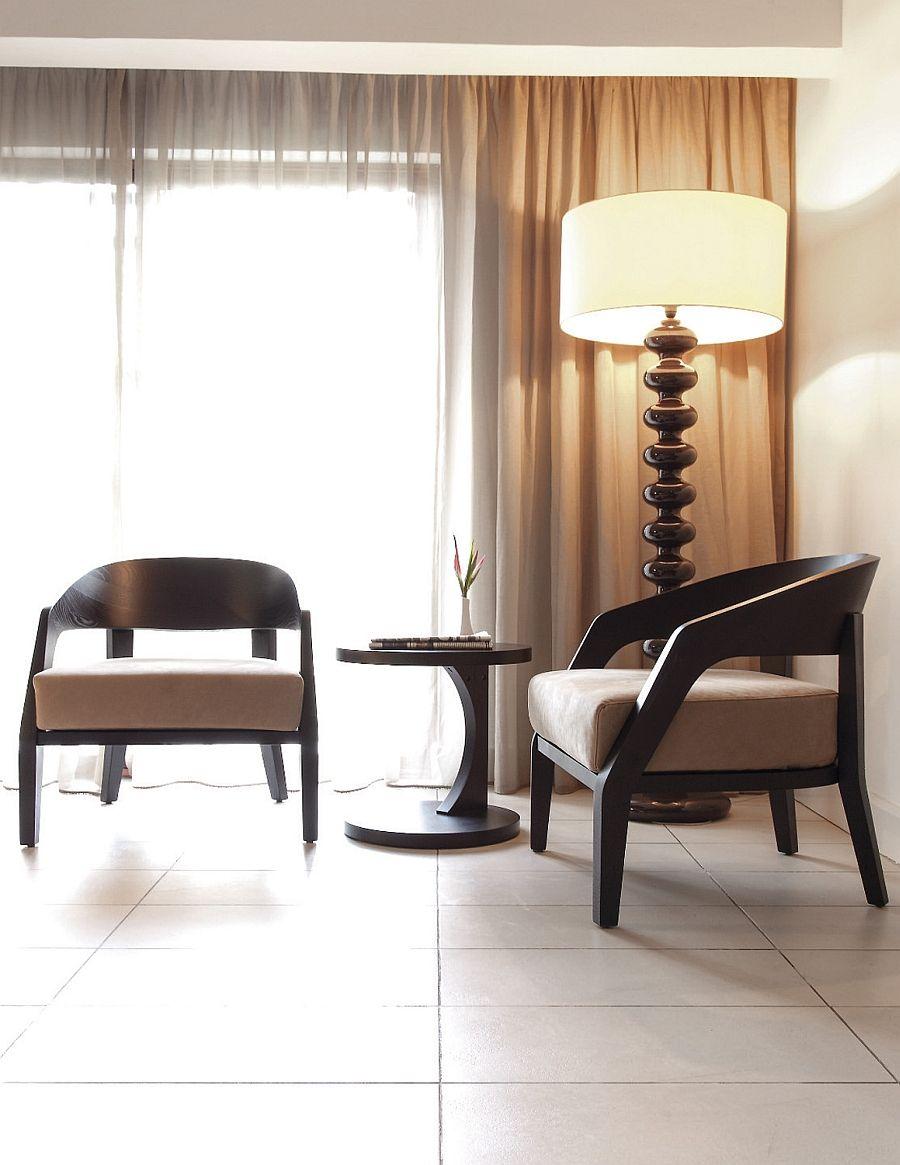 Красива подова лампа в хола