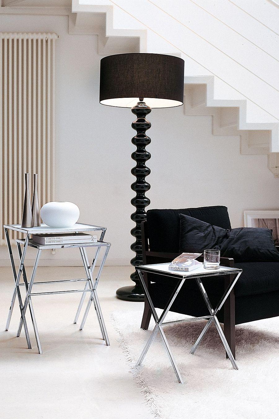 Модерна черна подова лампа в хола