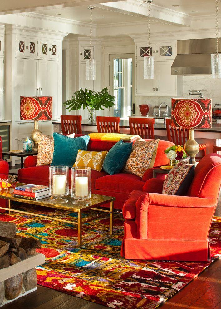 Красочная настольная лампа в интерьере гостиной
