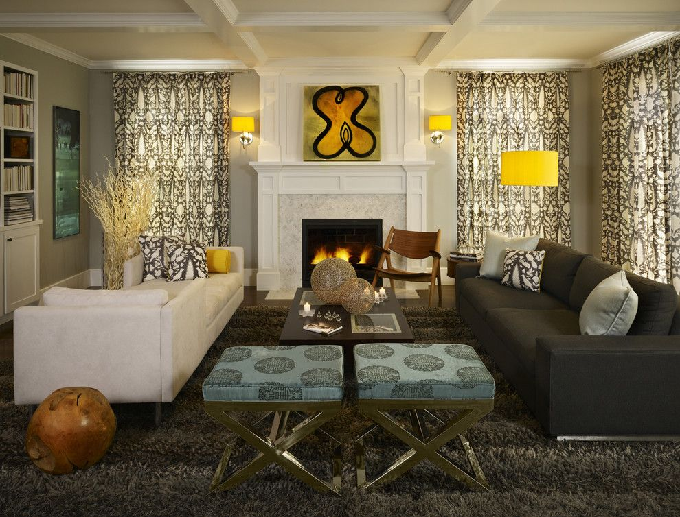 Яркие лампы в интерьере гостиной