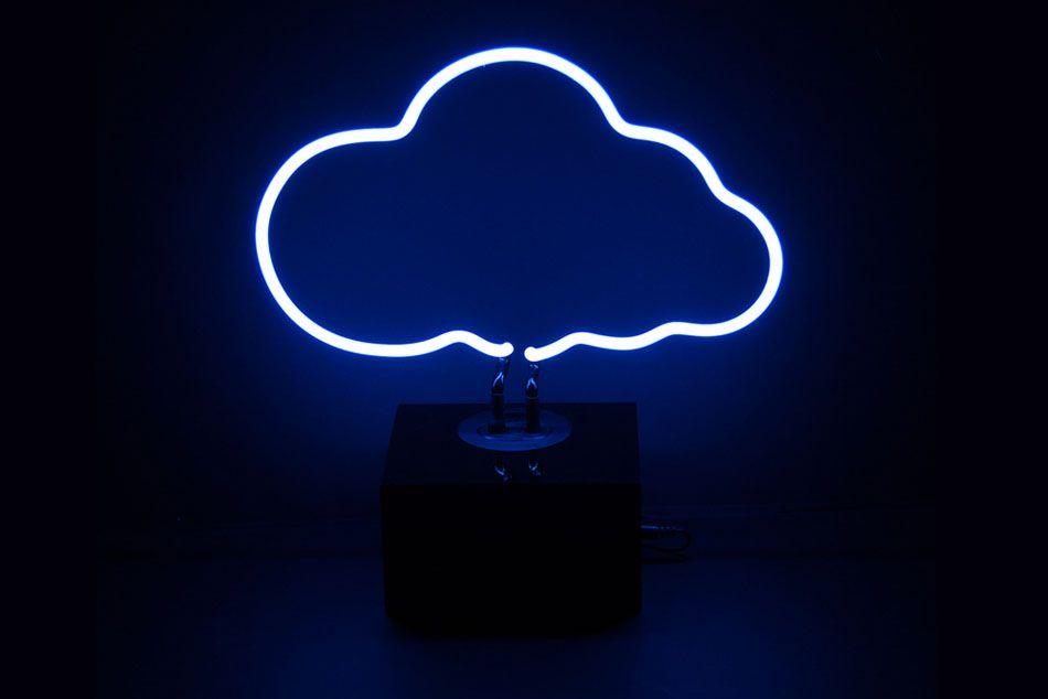 Облако из неоновых ламп