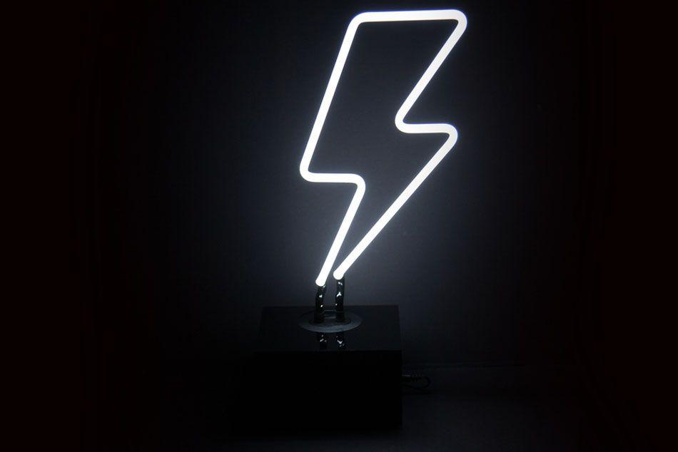 Знак опасности из неоновых ламп