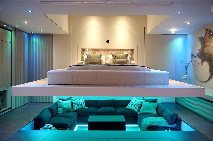 Оригинално дизайнерско решение: зониране на стаята със светлина.