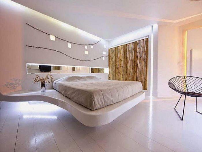 Шикозна спалня в нежни кремави цветове изглежда невероятно.