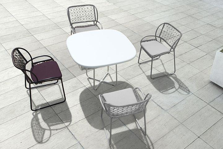 Съвременна маса и столове