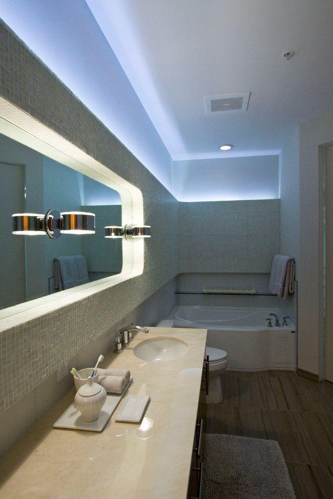 Настенный светильник в ванной комнате