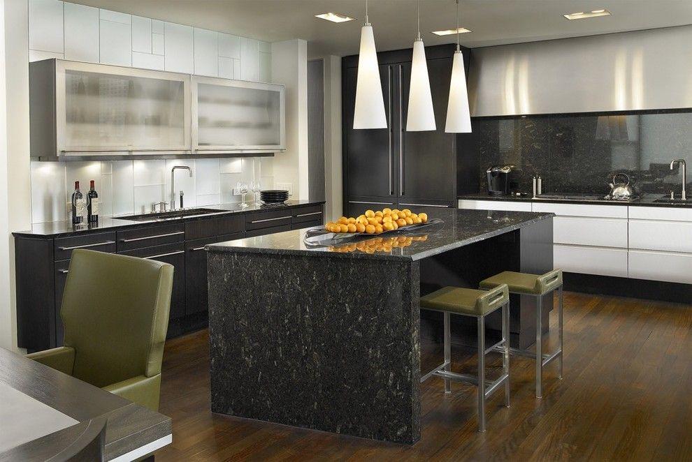 Конусообразные плафоны в интерьере кухни