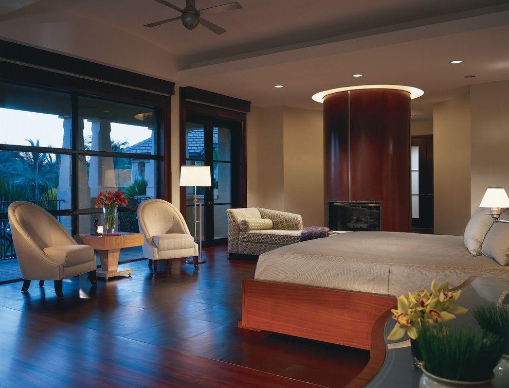 Красивый торшер в современном интерьере спальни