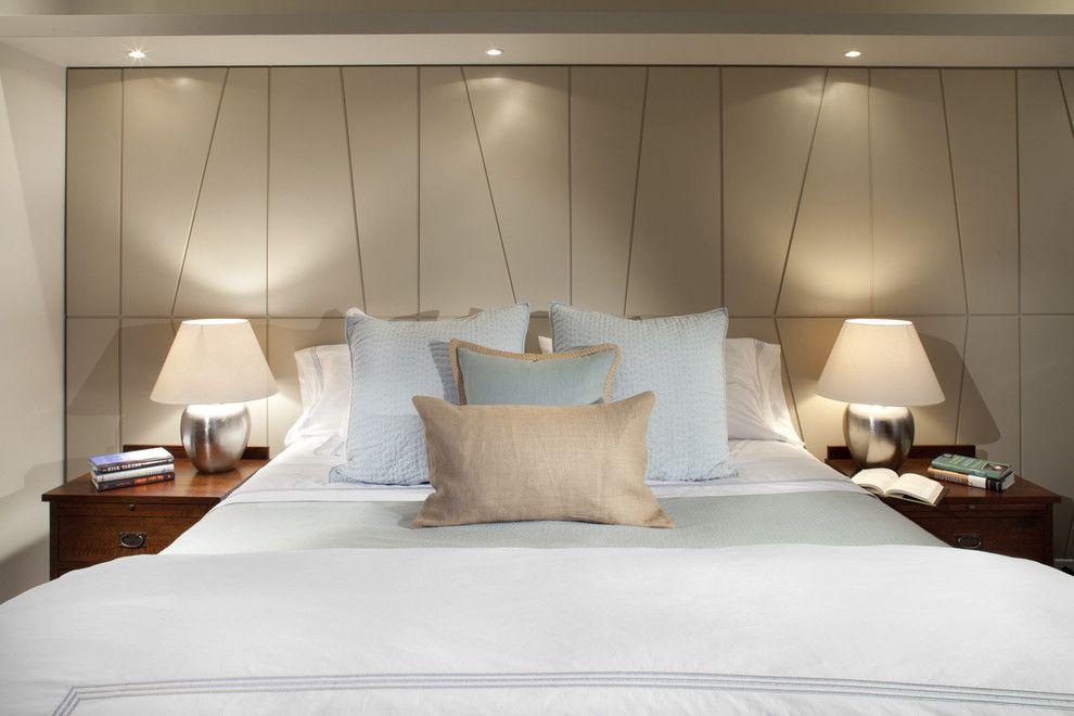 Настольные лампы и потолочные светильники в интерьере спальни