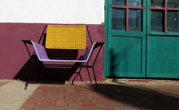 Прекрасен стол до вратата