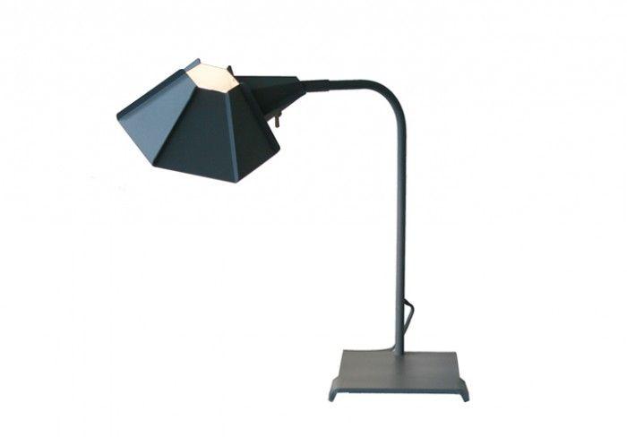 Оригинальная настольная лампа серого цвета