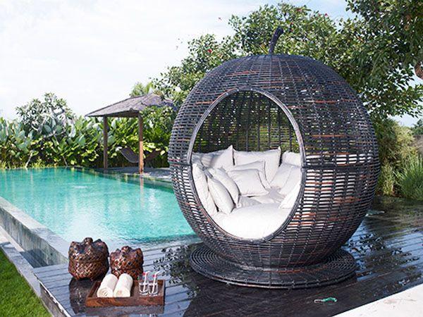 Плутен стол с басейн