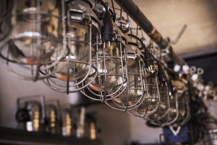 Красивые лампы из коллекции Vintage Industrial от Matt Szaplonczai в мастерской