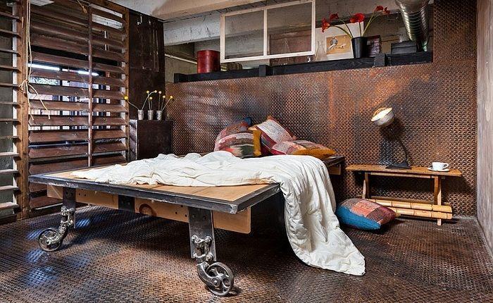 Przykład łóżka na drewnianej platformie, które sprawi przyjemność.