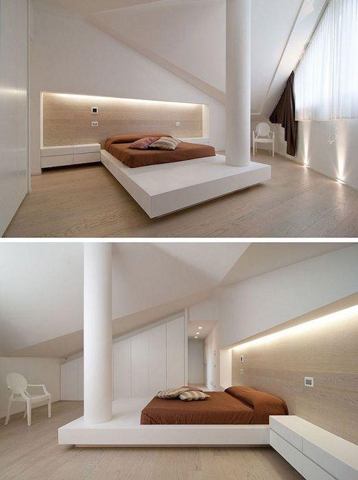 Ciekawy przykład wystroju sypialni z łóżkiem na podwyższeniu i doskonałym oświetleniem.