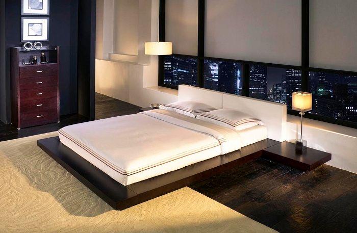 Piękny wystrój sypialni w stonowanych kolorach i oryginalne łóżko.