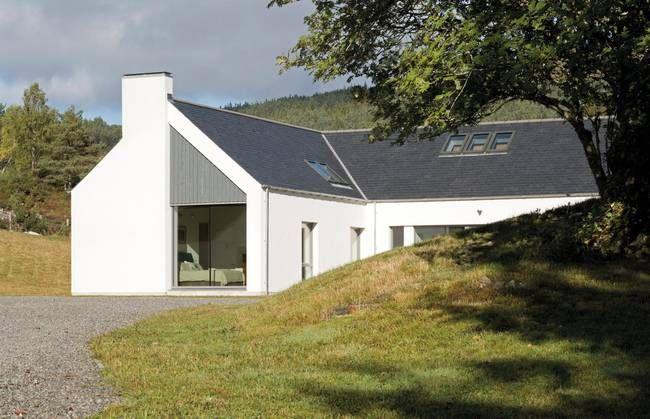 Решения освещения: потолочные окна в доме