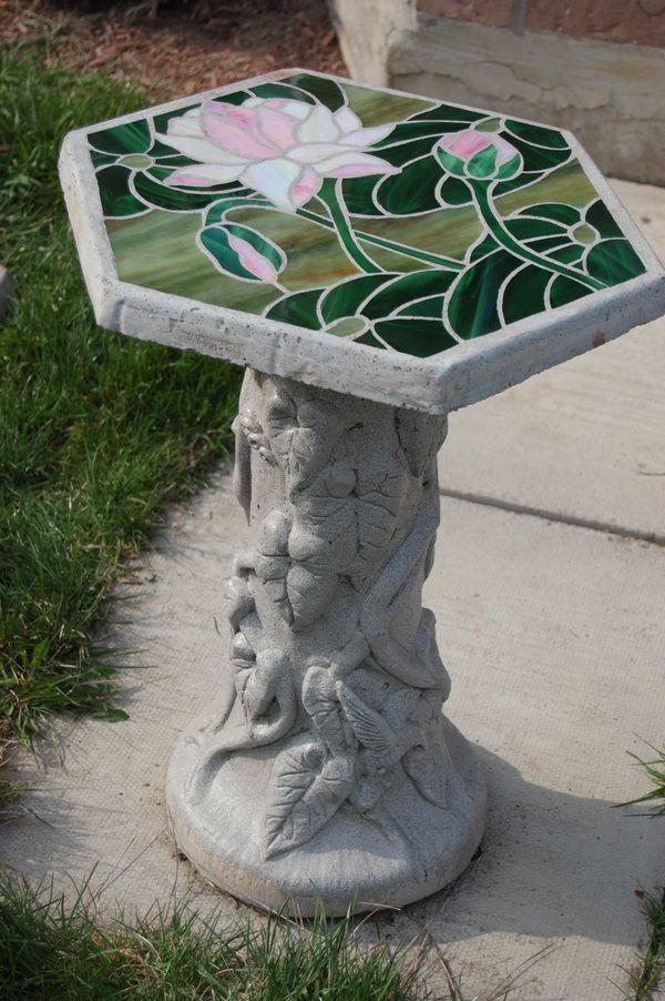 Table de jardin en béton