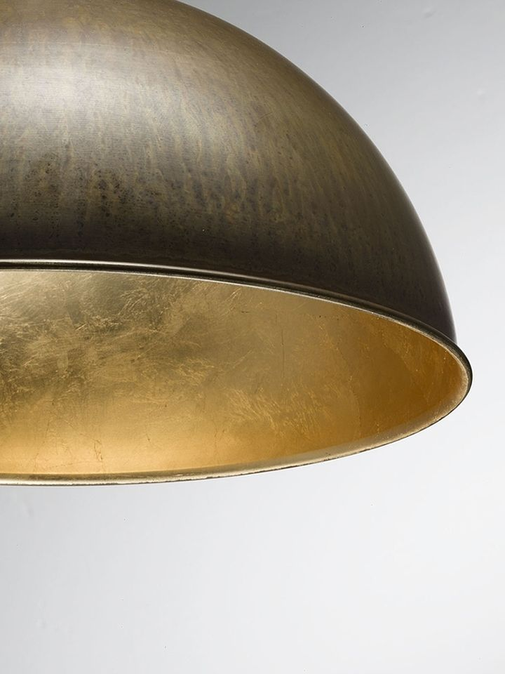 Золотая фольга во внутренней отделке плафона светильника Galileo