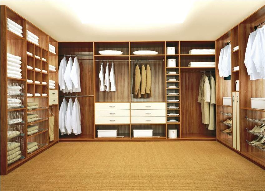 Чудесный дизайн гардеробной с организацией освещения