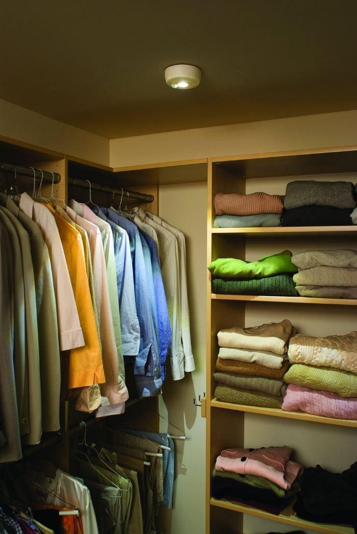 Красивый интерьер гардеробной с организацией освещения LED Ceiling Light