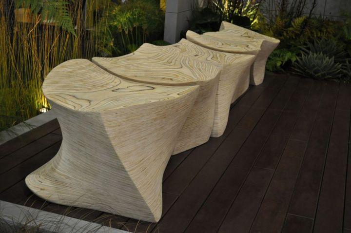 Уникална пейка, изработена от лек бетон на терасата