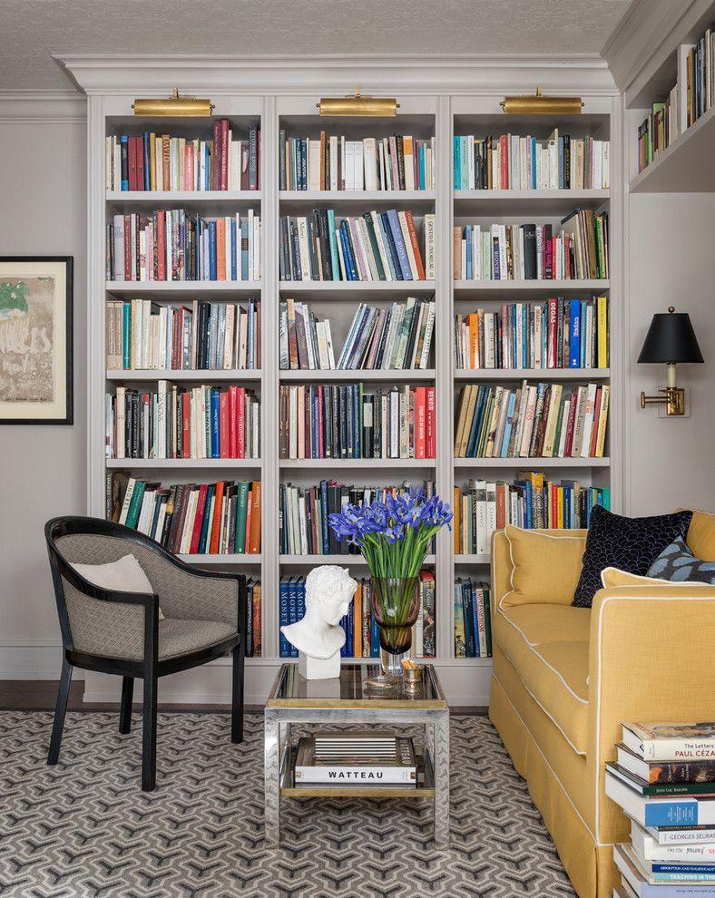 Настенный светильник в интерьере комнаты для чтения