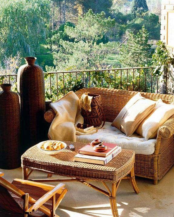 Canapé en osier avec table
