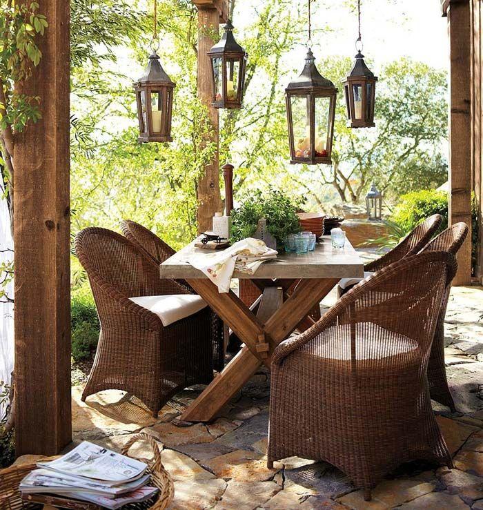 Плетеные стулья