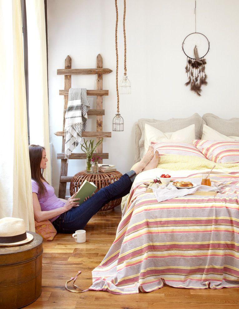 Креативная люстра в спальной комнате