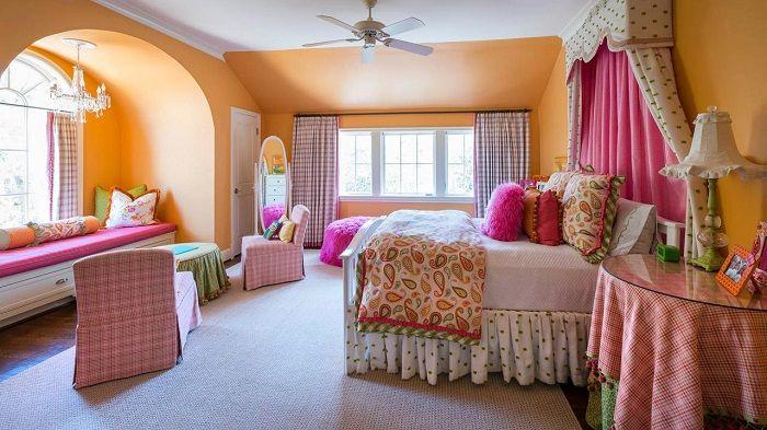 Fajna i bardzo ciekawa dekoracja sypialni w jasnych kolorach.