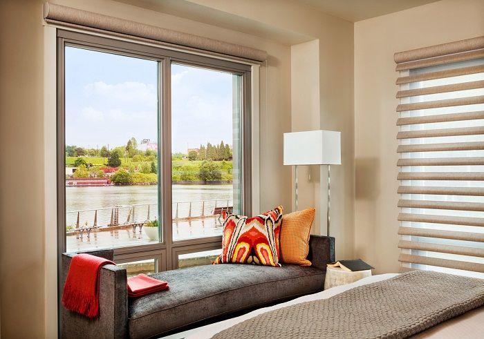Ciekawą opcją jest stworzenie fajnego projektu siedziska przy oknie, który szybko i łatwo stworzy przytulność.