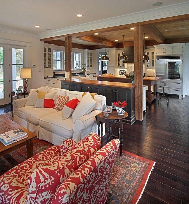 Двете стаи са добре комбинирани с белия, сивия и червения интериорен дизайн, който изглежда доста.