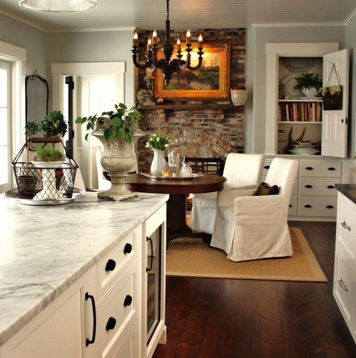 Хладна декорация на комбинирани стаи с бели тонове, които ще създадат лекота и комфорт.