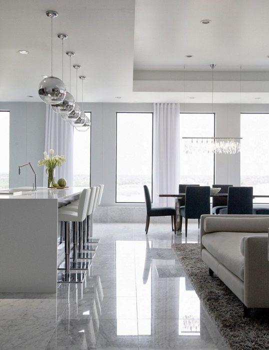 Приятна комбинация от хол и трапезария, които са изпълнени в бяло, което освежава интериора.