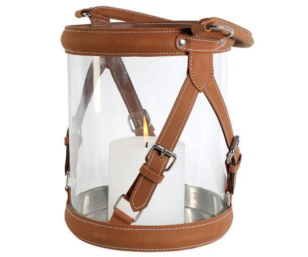 Подсвечник, изготовленный из стекла с декором в виде кожаных ремней