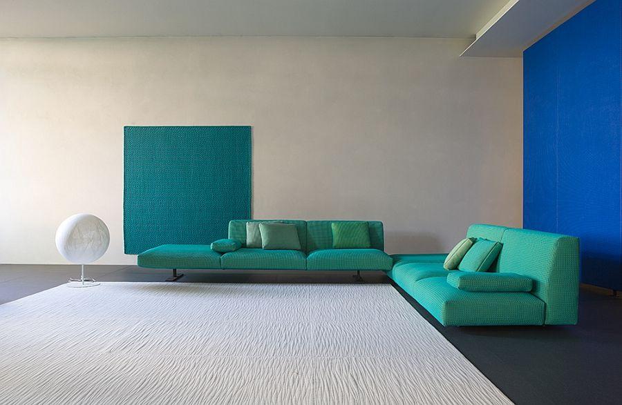 Оригинални дивани с комплект възглавници в хола
