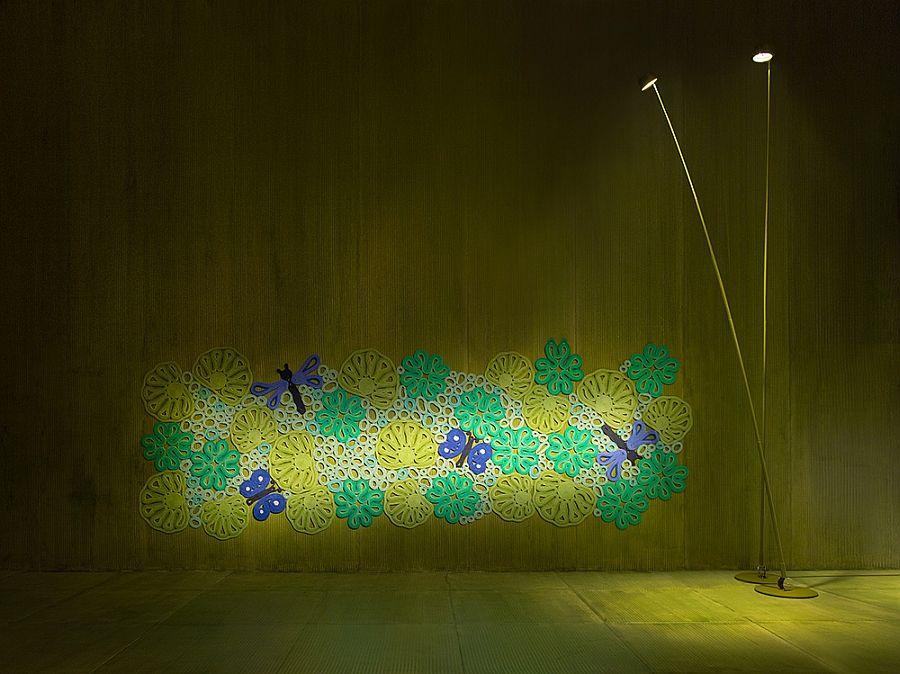 Декор с флорални стени